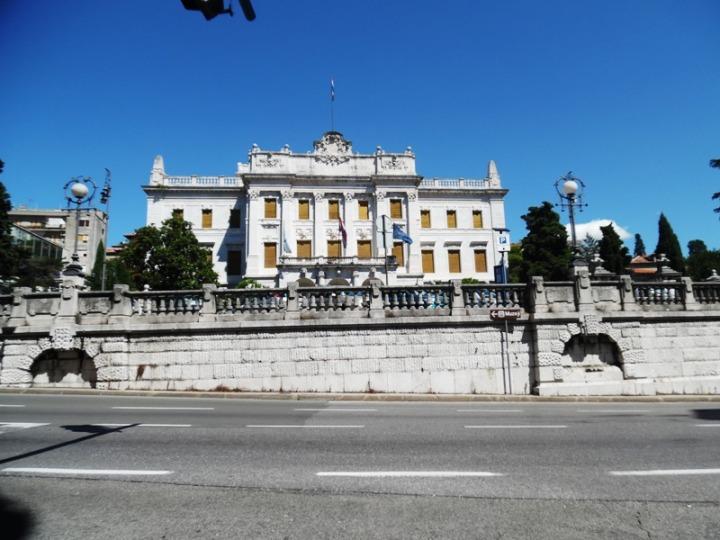 kobek-apartman-guvernerova